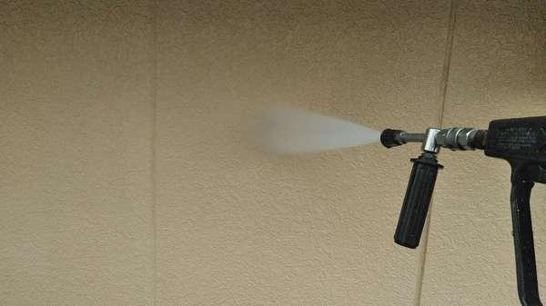 岡崎市 T様邸 外壁ムキコース 外壁塗装 高圧洗浄中