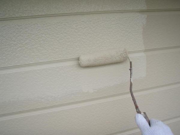 安城市 M様邸 外壁塗装 屋根塗装 無機コース中塗り塗装中