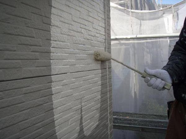 三好市 Y様邸 戸建 外壁塗装 屋根瓦止め漆喰 無機塗装コース外壁下塗り