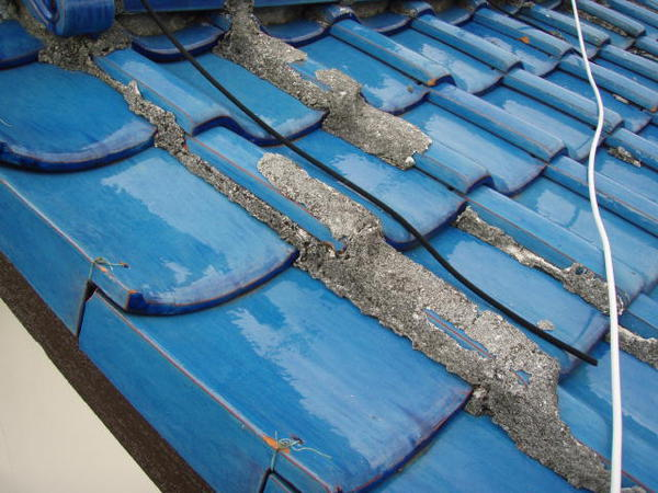三好市 Y様邸 戸建 外壁塗装 屋根瓦止め漆喰 無機塗装コース屋根瓦止め施工前