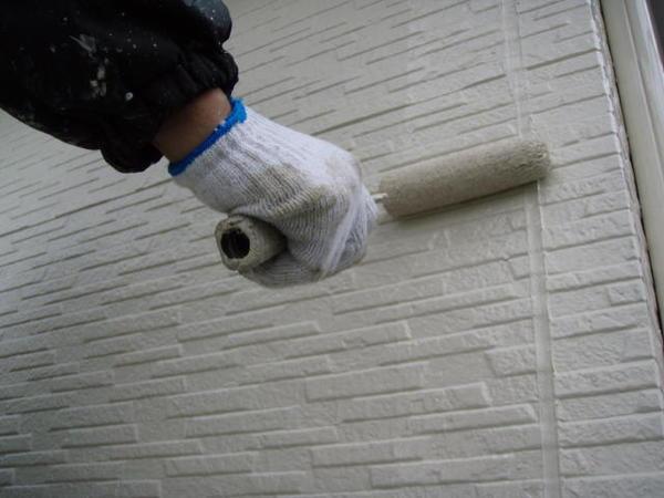 三好市 Y様邸 戸建 外壁塗装 屋根瓦止め漆喰 無機塗装コース上塗り施工中