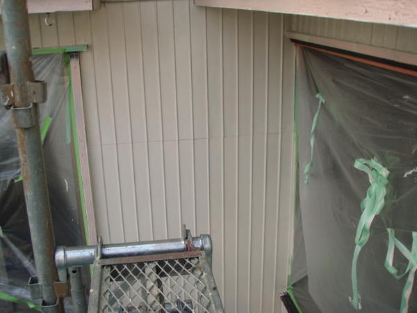 三好市 Y様邸 戸建 外壁塗装 屋根瓦止め漆喰 無機塗装コース中塗り完了1